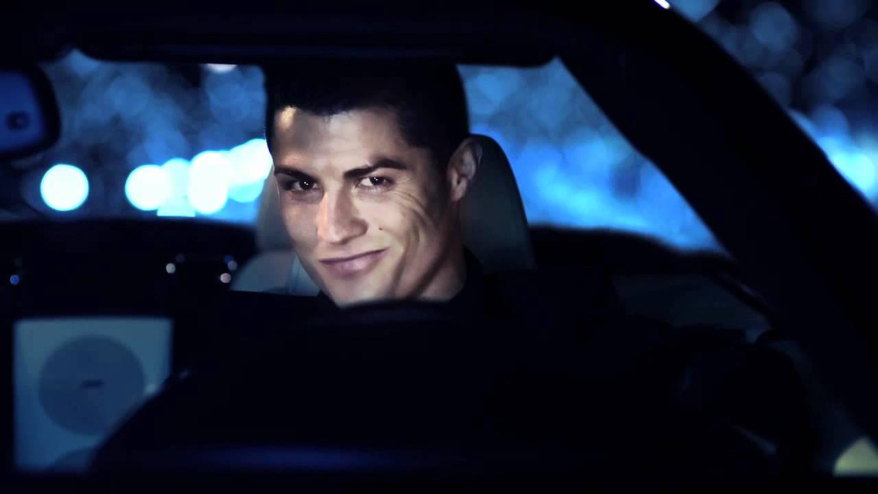 Криштиану в автомобиле ( в рекламном ролике )